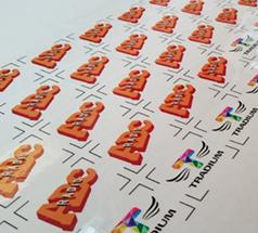 Klistermærker til Tradium med deres logo samt overskrift på