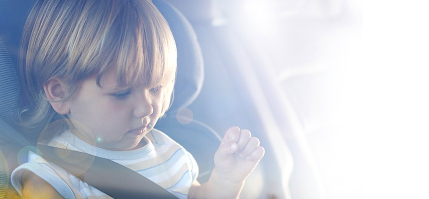 Solfilm til biler kan afhjælpe at dine børn får solen i øjnene eller får det for varmt.